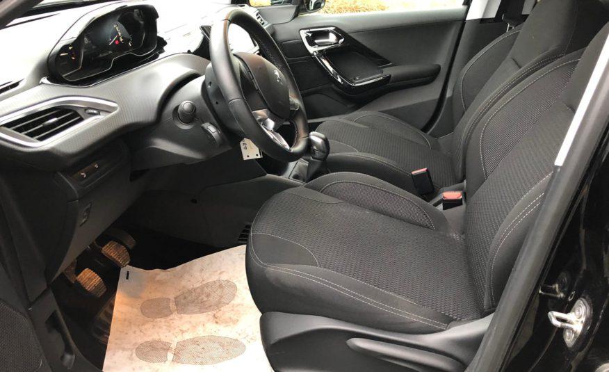 Peugeot 208 1.2 PT 82